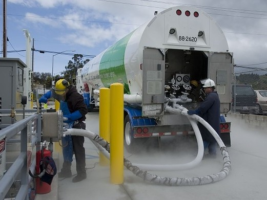 Navistar-Joins-Forces-with-Clean-Energy-Fuels